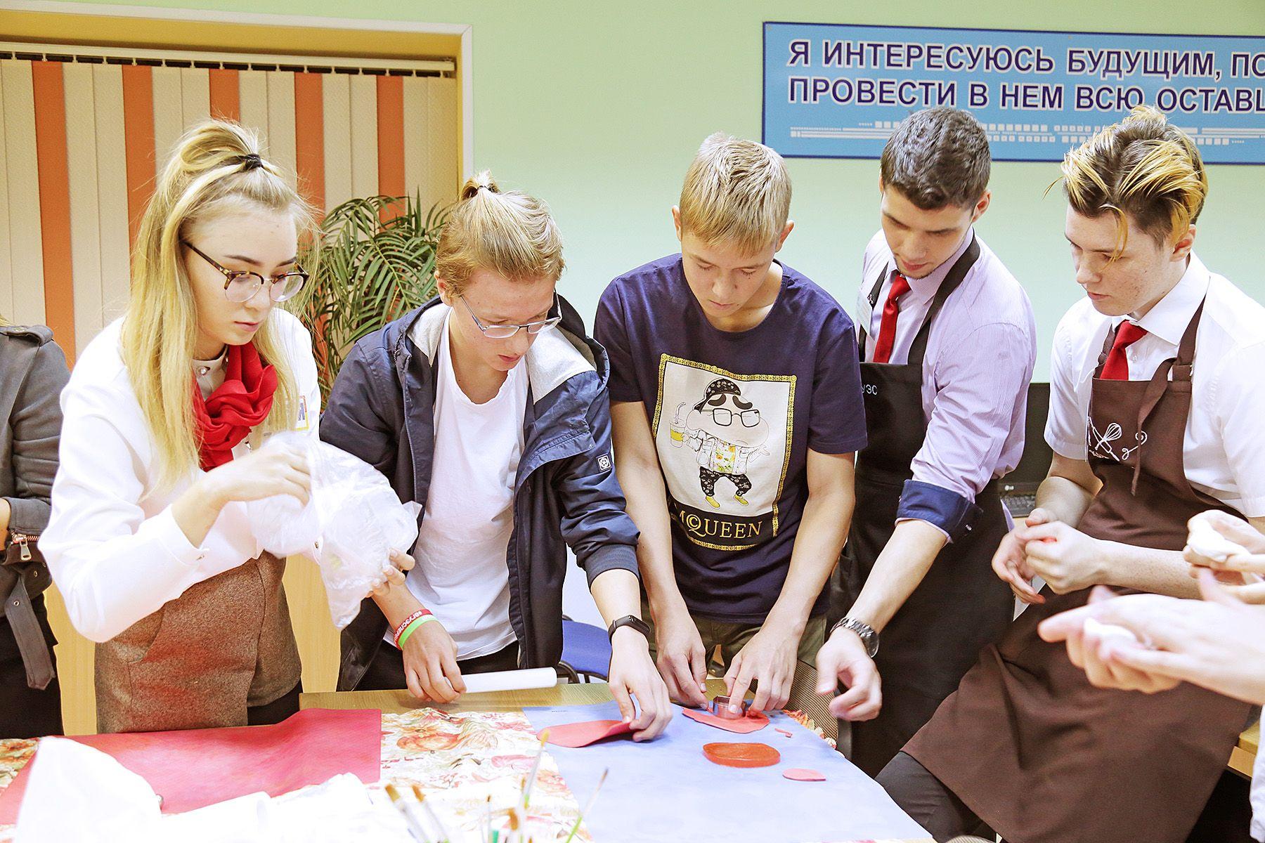 Старшеклассники Владивостока выбирают будущие профессии на практике во ВГУЭС