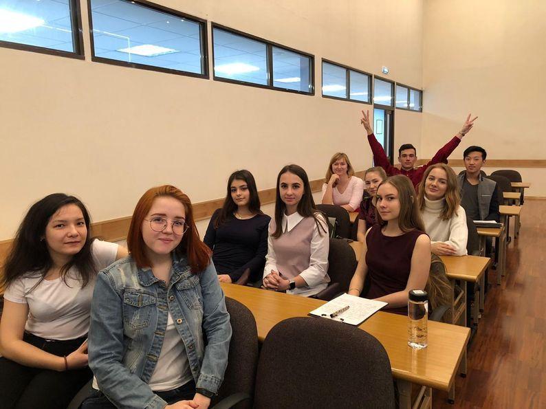 Студенты 1 курса кафедры экономики и управления представили свой проект на конкурсе в сфере молодежной политики ВГУЭС