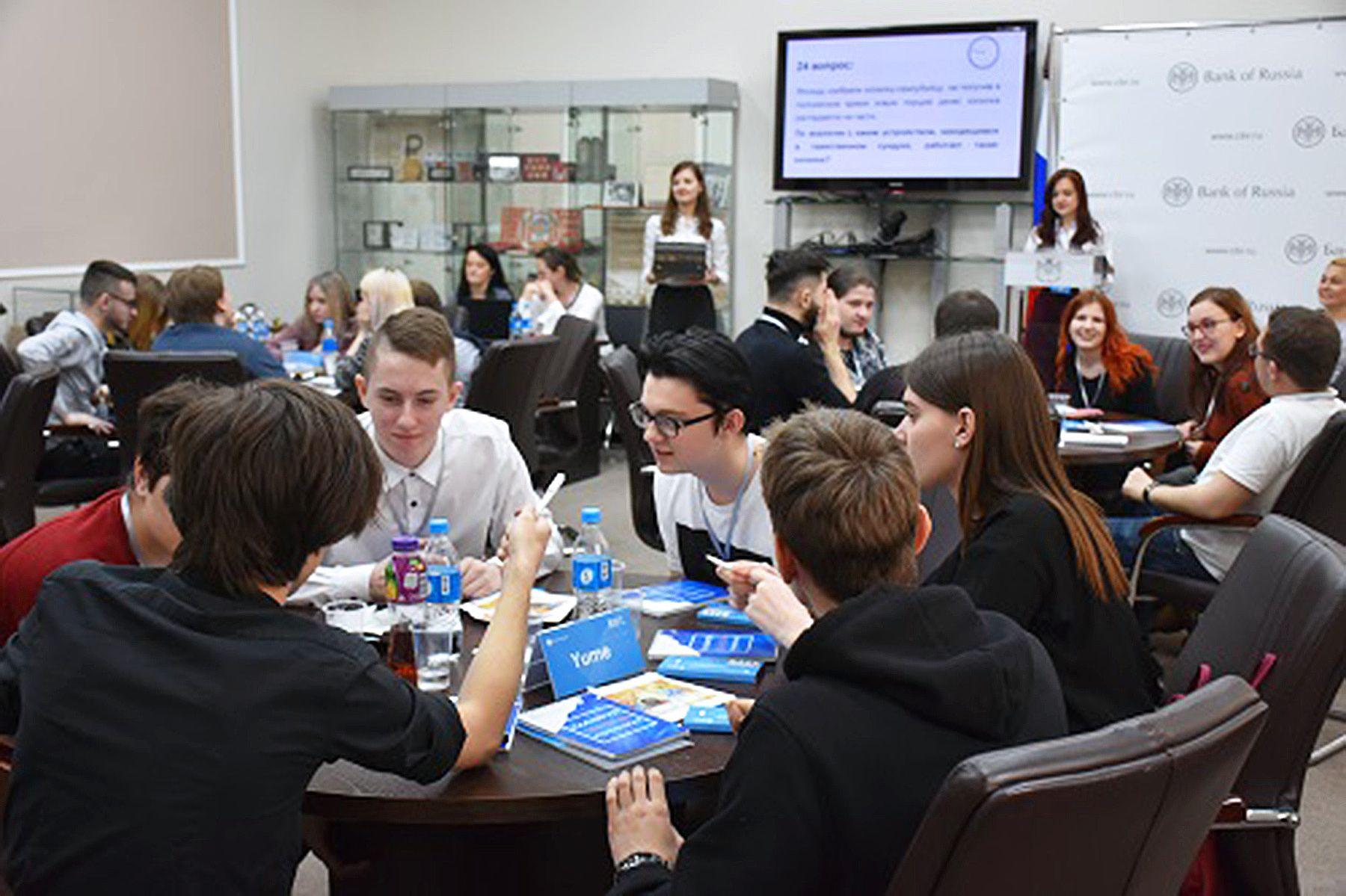 В интеллектуальной игре от Банка России победила команда студентов ВГУЭС Sly Foxes