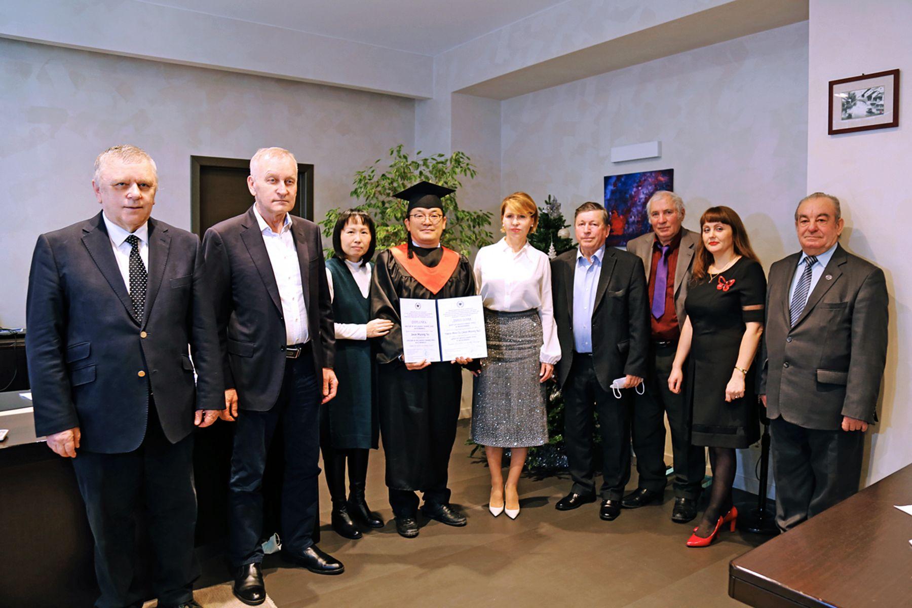 Первый выпуск PhD-программы во ВГУЭС: состоялось торжественное вручение дипломов иностранным выпускникам