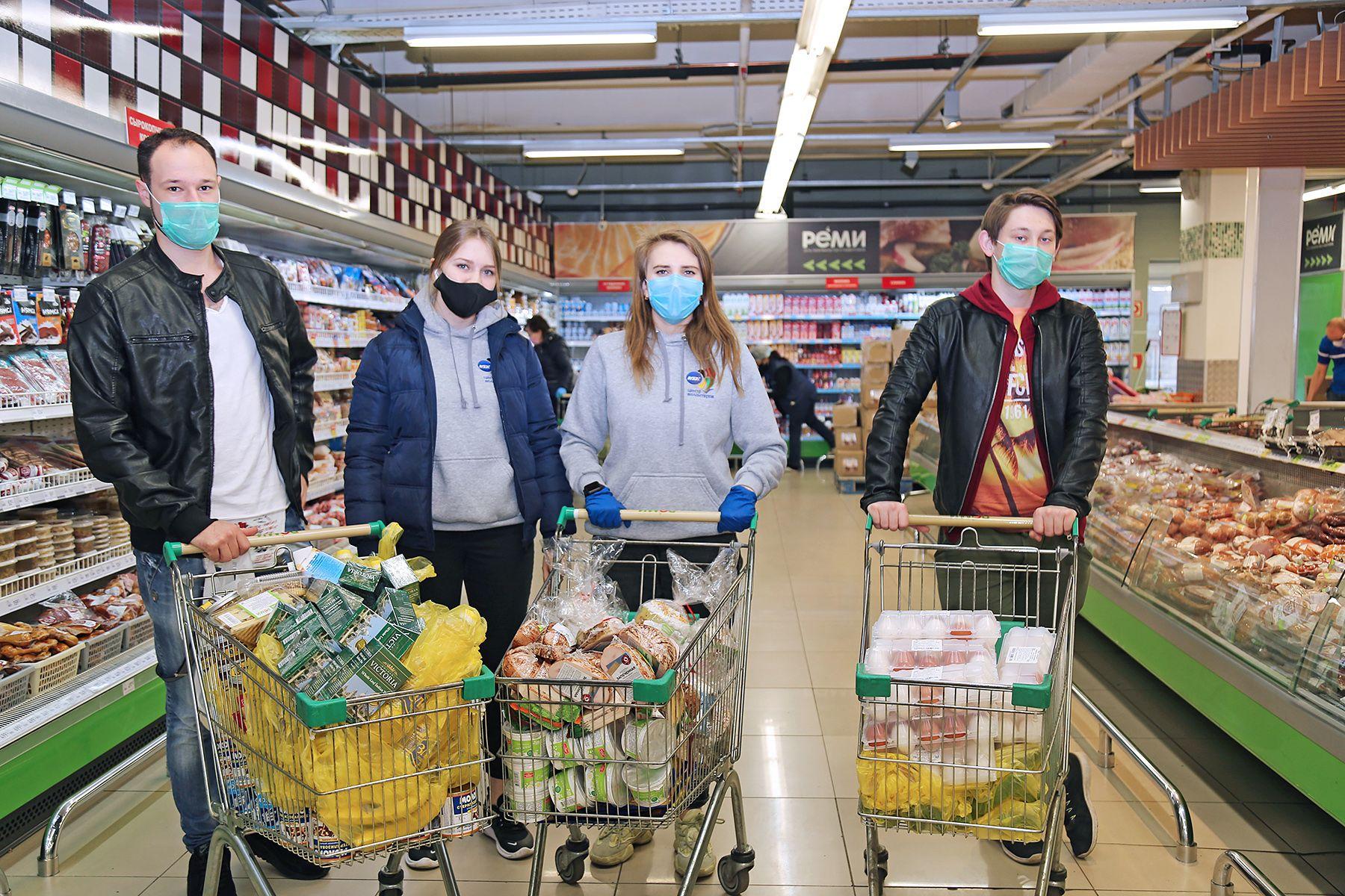 Ректор ВГУЭС Татьяна Терентьева поддержала ветеранов продовольственными наборами в период коронавируса