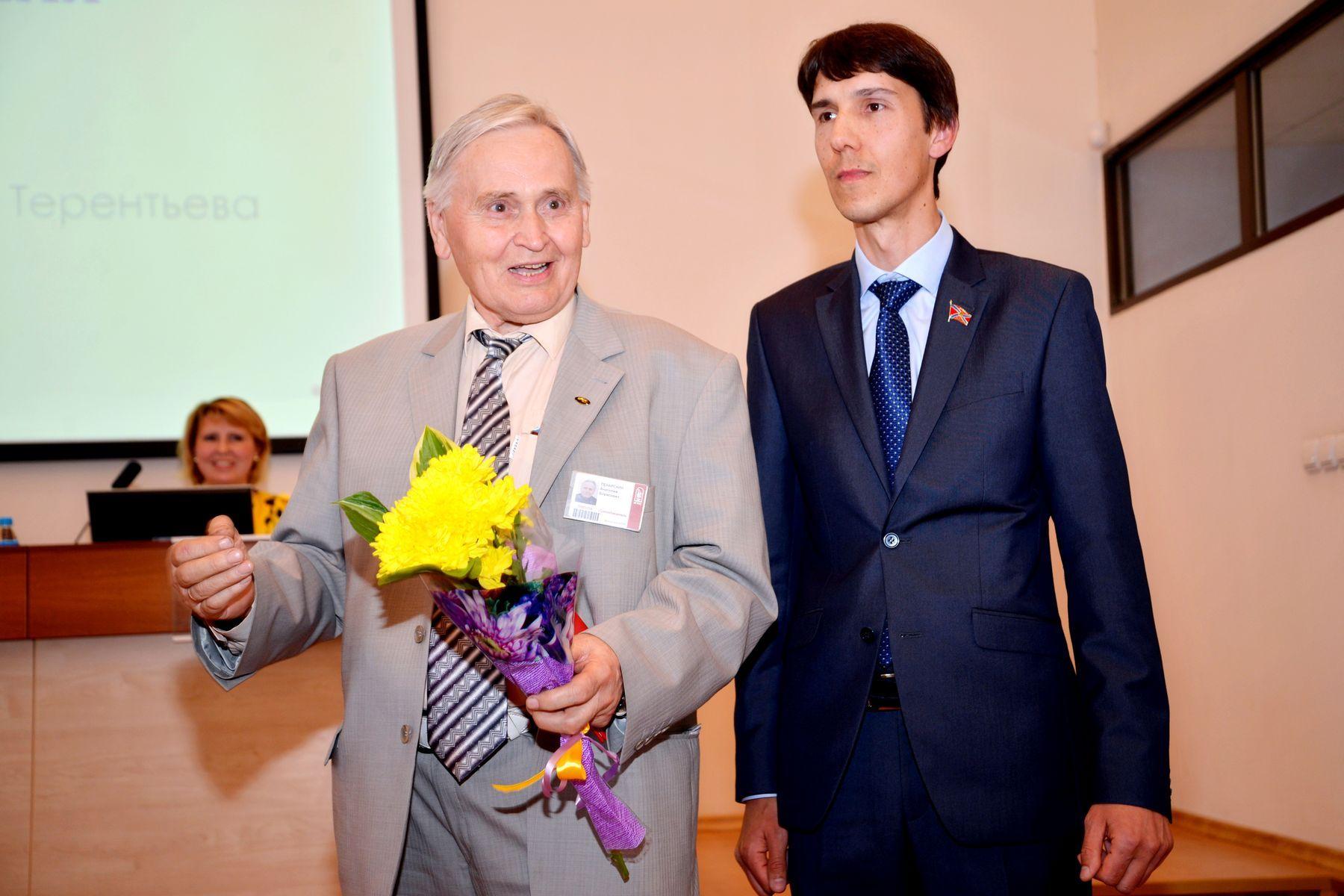 Поздравляем ректора и преподавателей ВГУЭС с получением почётных наград!