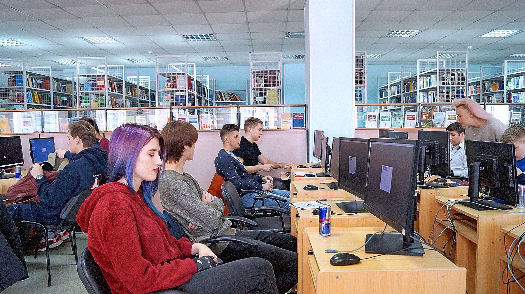 «Выходи решать»: студенты ВГУЭС написали физико-математическую контрольную