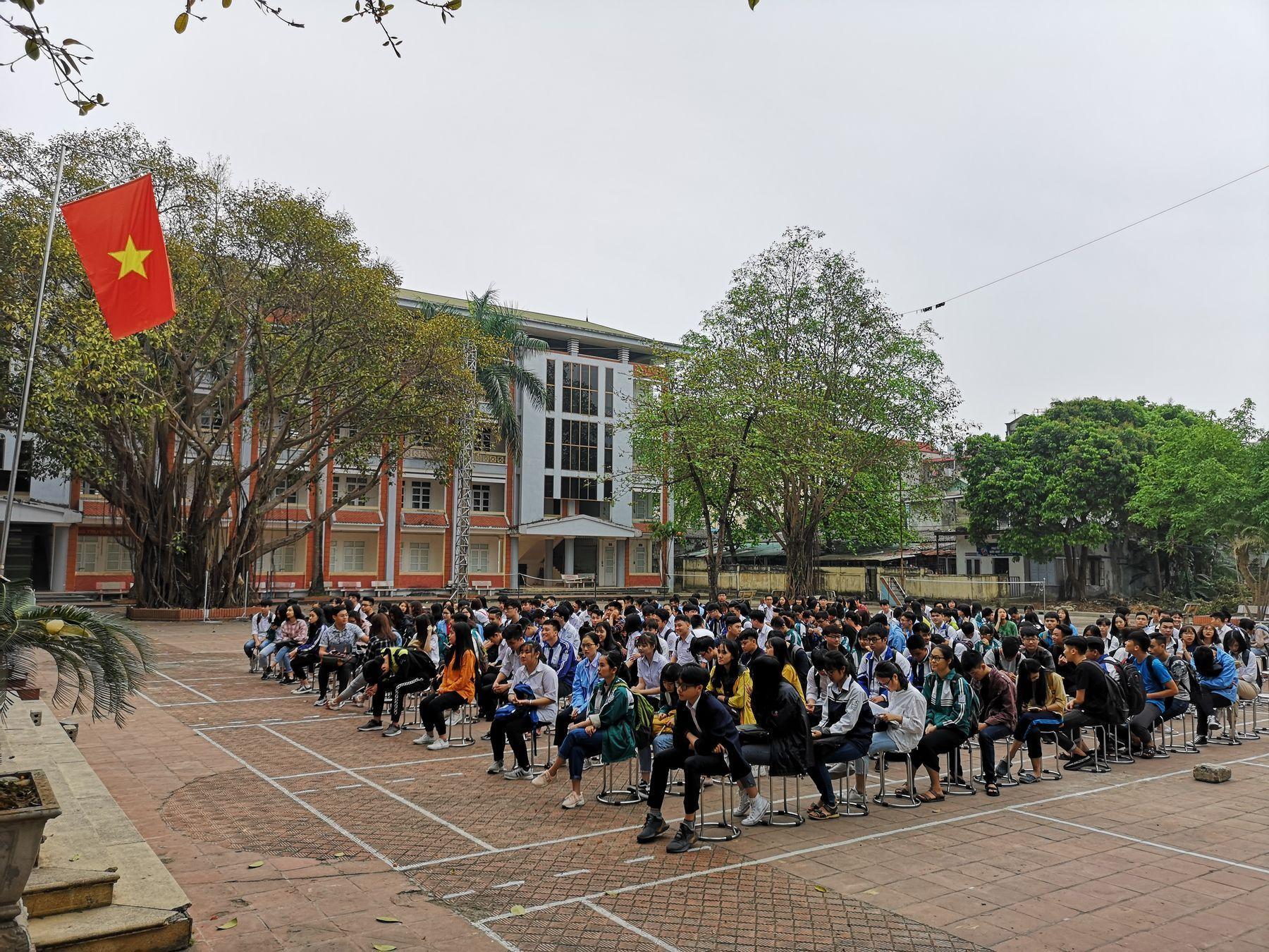 Преподаватель ВГУЭС проверил уровень знаний вьетнамских школьников