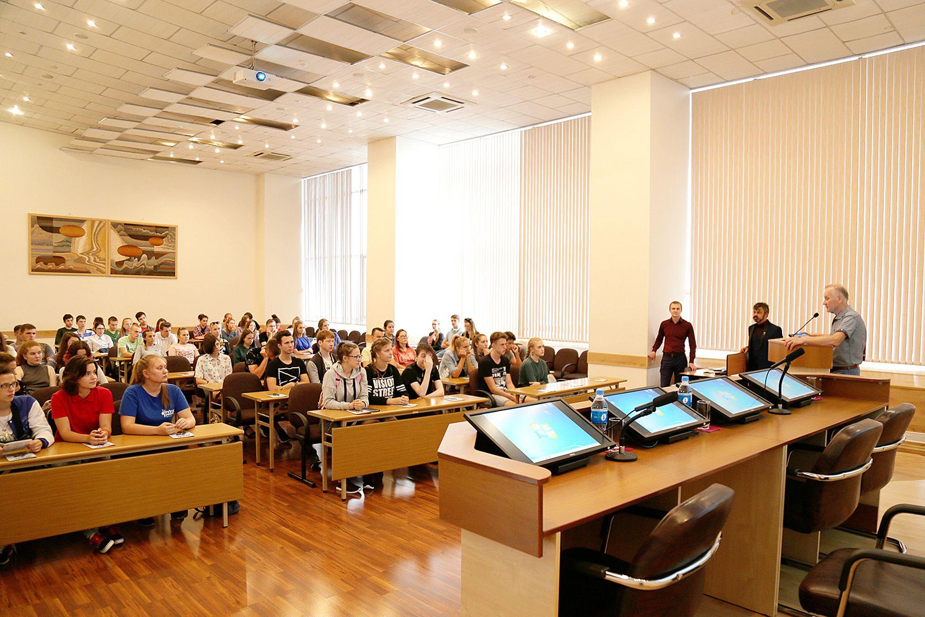 Знакомство с вузом состоялось! ВГУЭС открыт для юных интеллектуалов