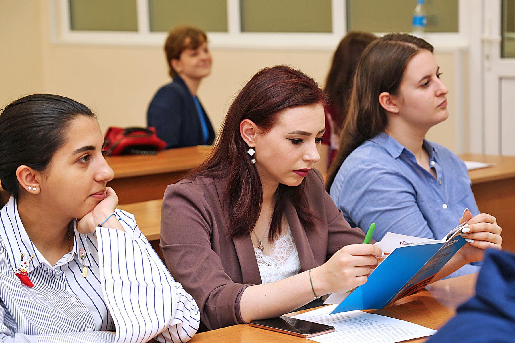 Студенты Международного института туризма и гостеприимства ВГУЭС – первые туристские волонтеры на Дальнем Востоке
