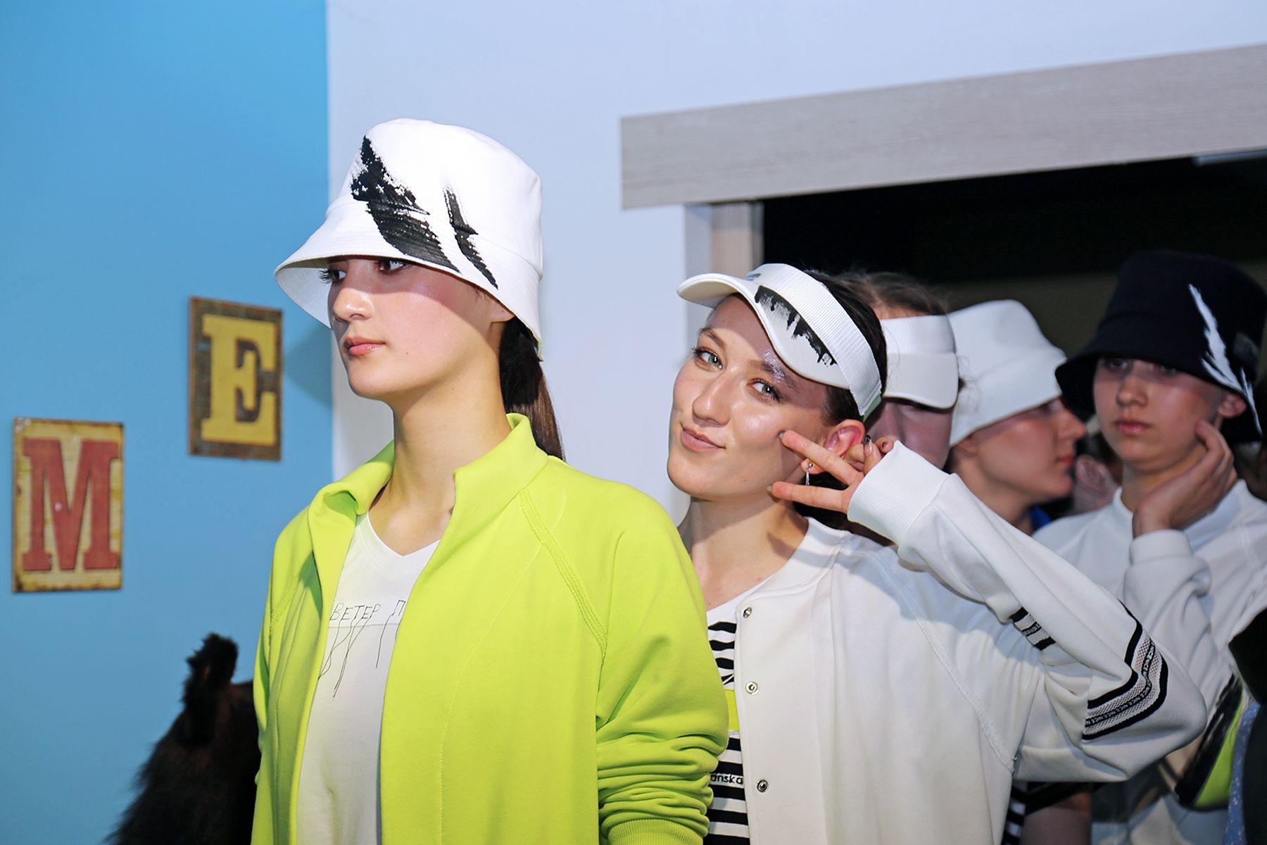 Институт сервиса, моды и дизайна ВГУЭС собрал горожан на прогулку по Владивостоку