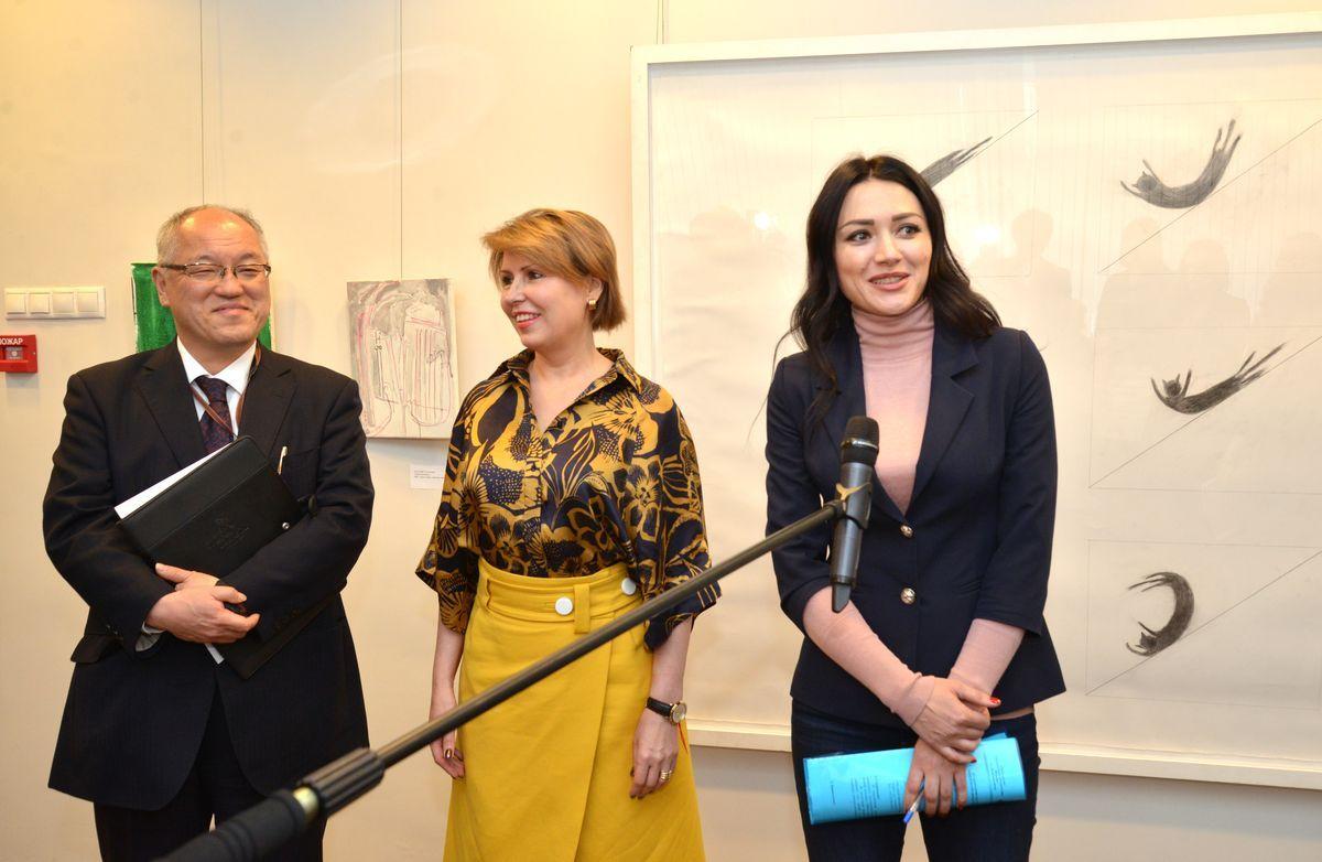 «Вы можете видеть это с крыши»: во ВГУЭС открылась уникальная выставка японских художников