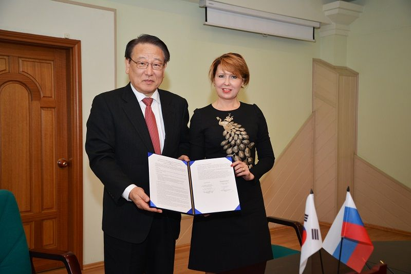 Ректор ВГУЭС и ректор университета Джунгбу (Республика Корея) подписали договор о сотрудничестве