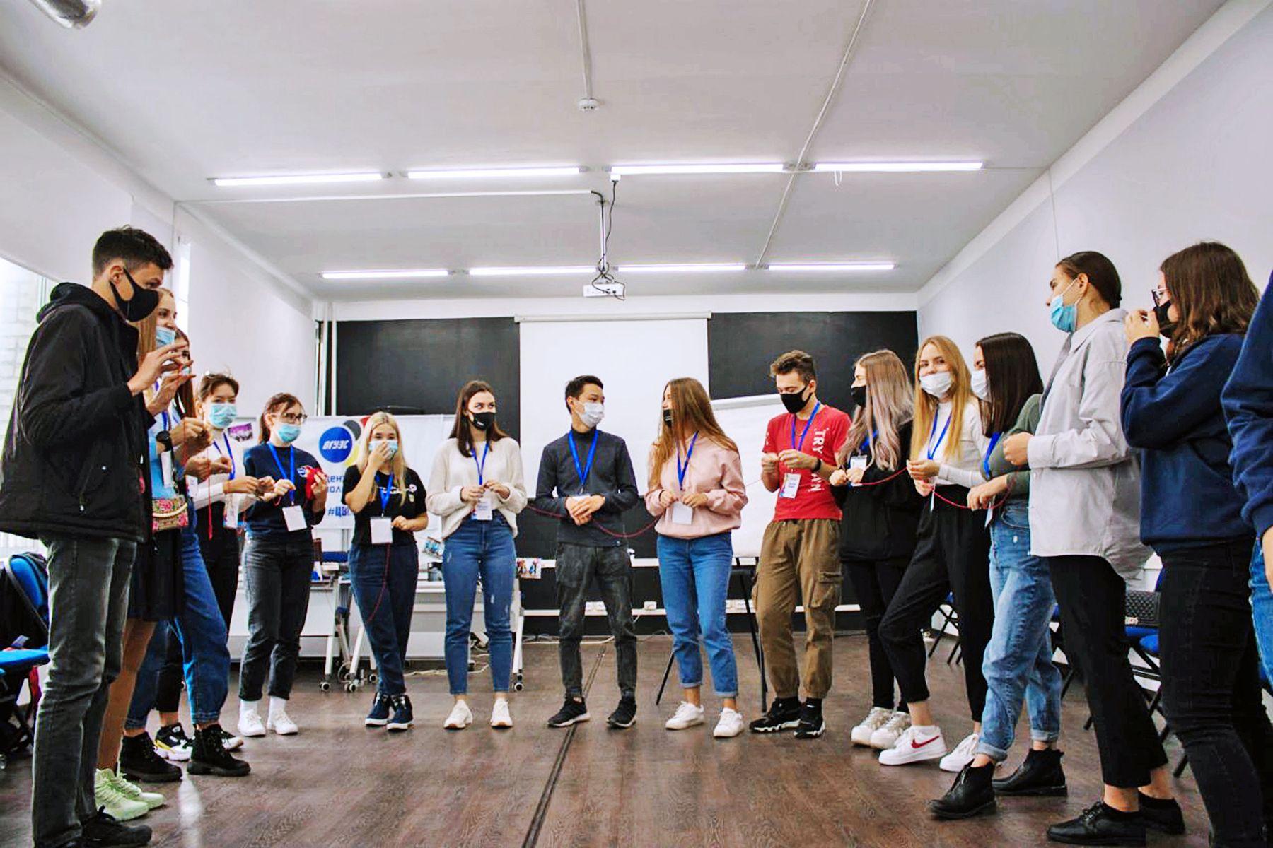 Центр волонтёров ВГУЭС обучил начинающих добровольцев основам работы в составе наградной и протокольной команды
