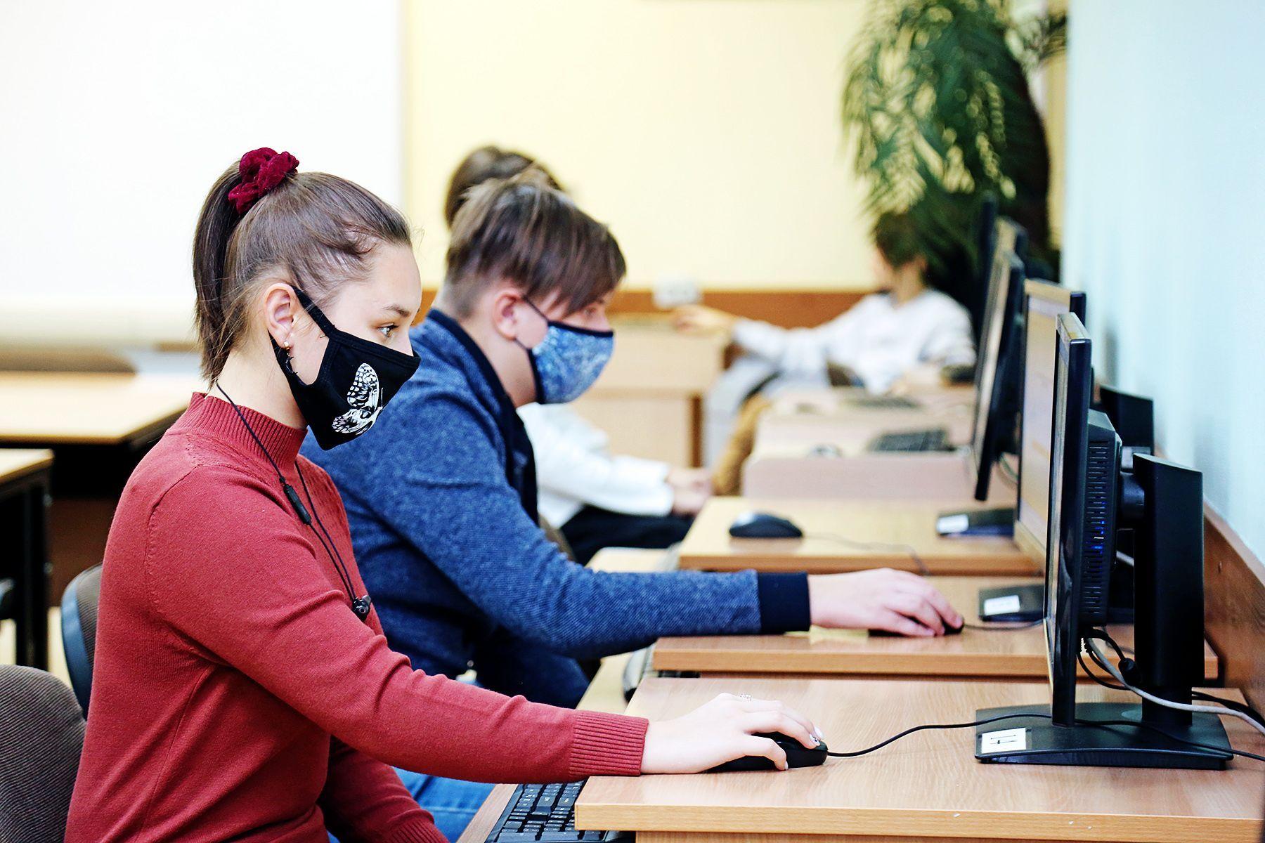 Стать успешным и реализоваться в профессии: школьники Владивостока проходят профтестирование во ВГУЭС
