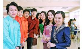 VSUES students from Laos celebrated 2564 New Year - with songs, dances and poems