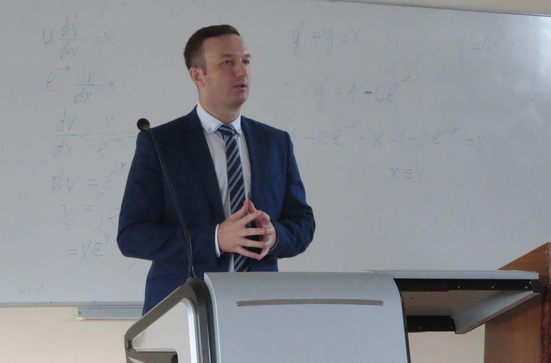 С основами долгосрочного инвестирования студентов познакомил представитель Сбербанка России