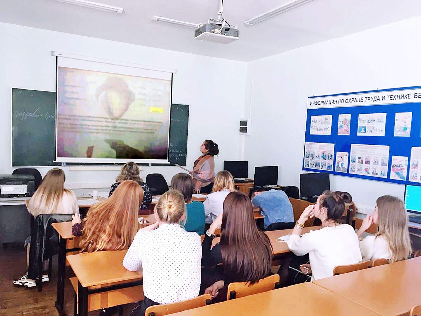 Студенты ВГУЭС успешно защитили свои навыки по компетенциям WorldSkills «Предпринимательство» и «Веб-дизайн и разработка»