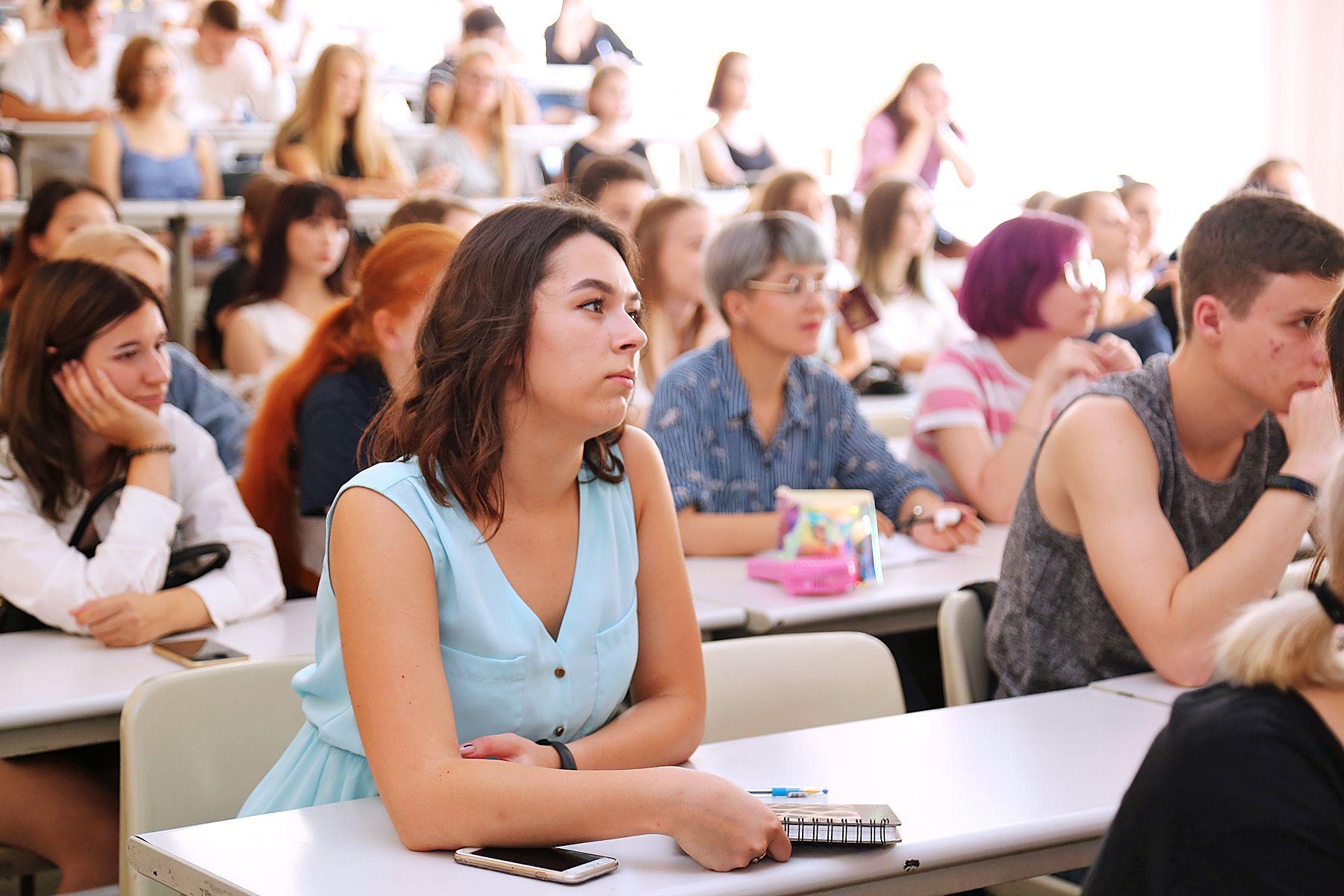 Первокурсники ВГУЭС знакомятся с руководителями образовательных программ и кураторами групп
