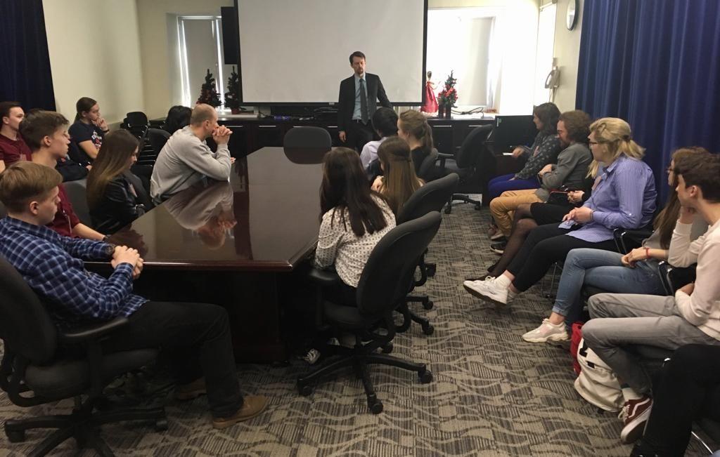 Студенты-международники отметили «День Земли» в Генеральном консульстве США во Владивостоке