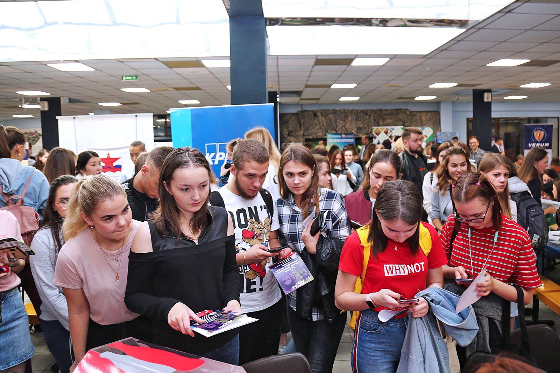 58 компаний-партнеров ВГУЭС предложили места прохождения практики студентам на осенней ярмарке