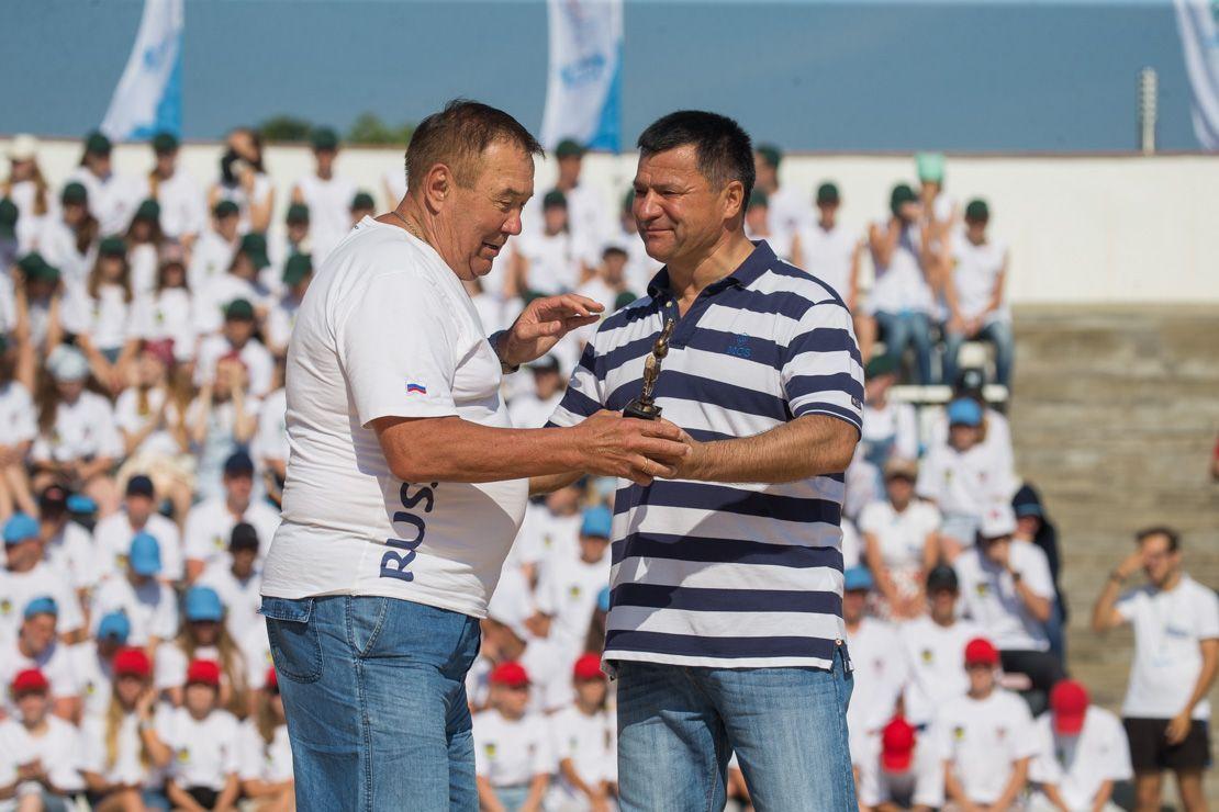 Заслуги тренера спортивного клуба ВГУЭС Алексея Свинкина отметил глава региона