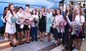 Ректор и президент ВГУЭС поздравляют школьников с последним звонком