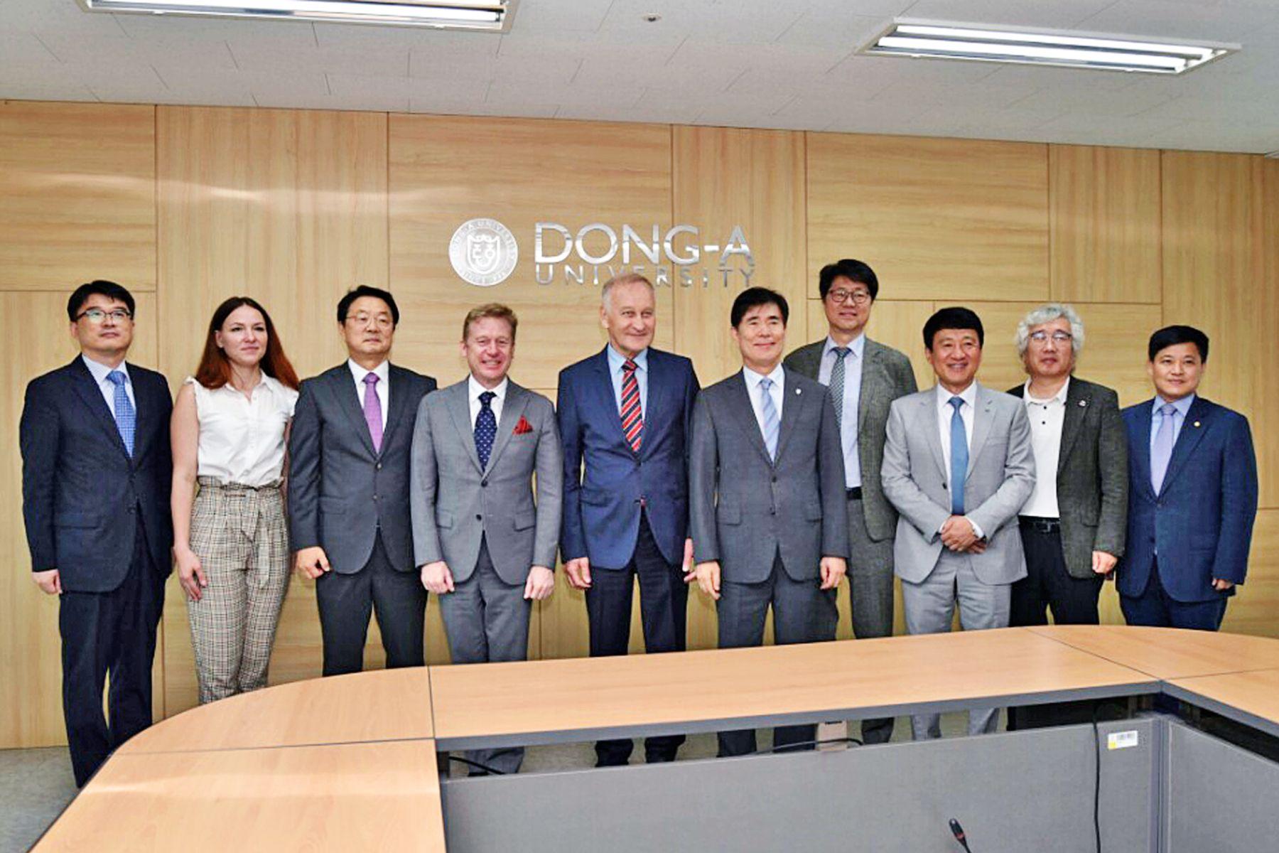 Подписан меморандум о расширении сотрудничества между ВГУЭС и Донг-А университетом