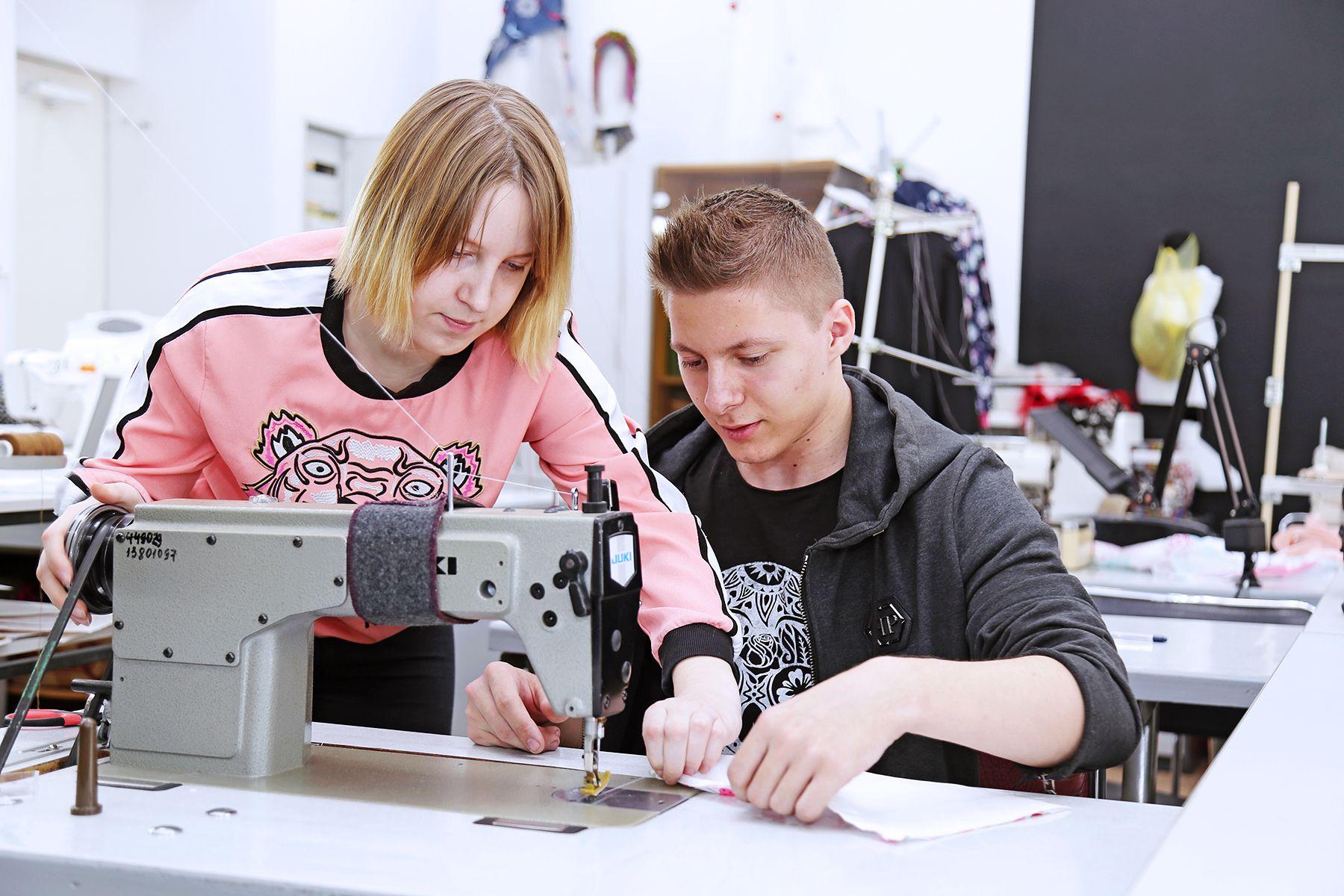 Защищаемся от коронавируса креативно: во ВГУЭС проходят мастер-классы по созданию противовирусных масок