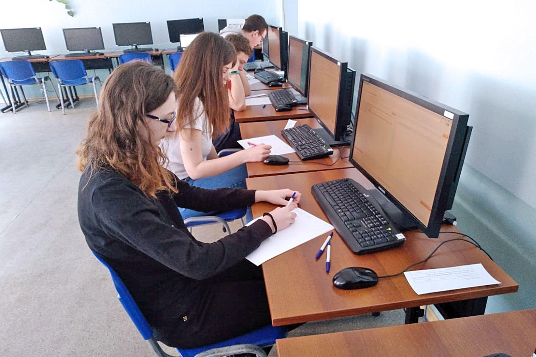 140 вузов-участников: студенты ВГУЭС - первые на Международной студенческой олимпиаде по математике