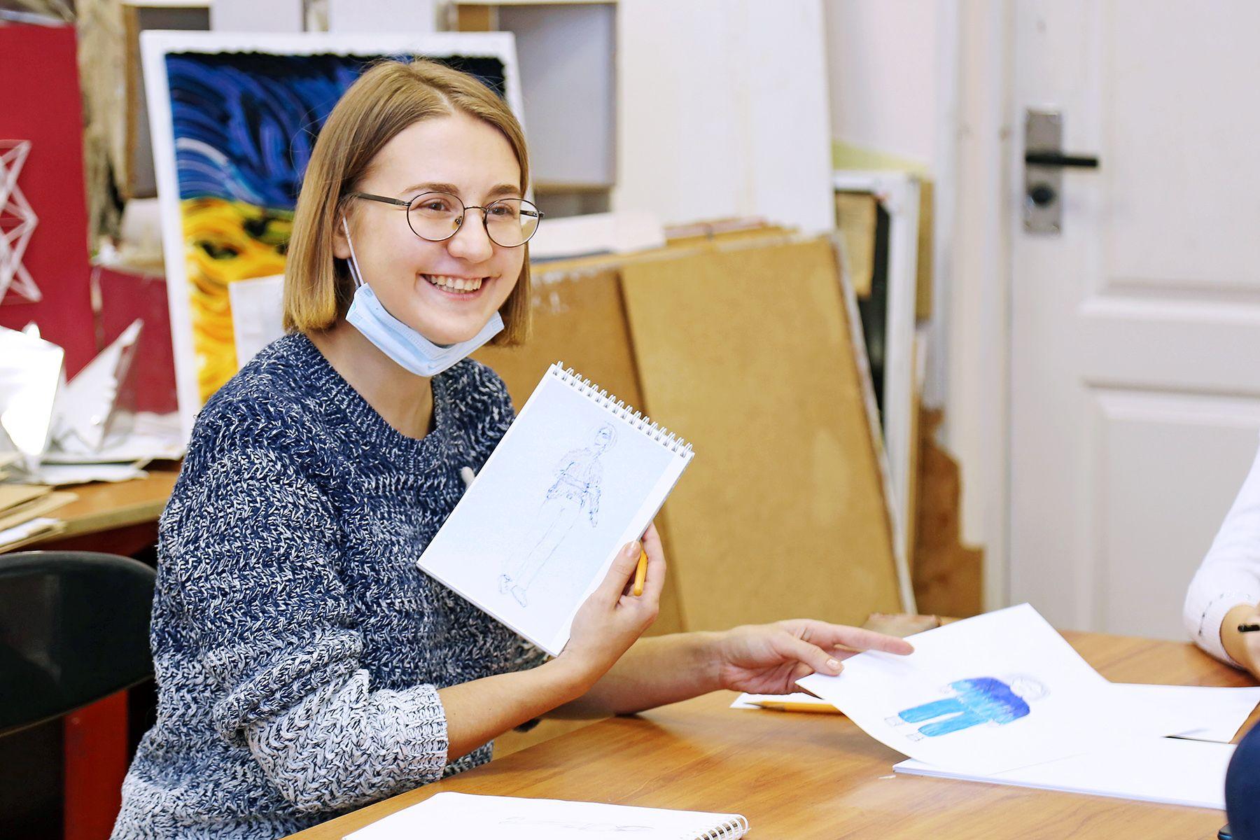 На каникулах школьники Владивостока шьют дизайнерские свитшоты во ВГУЭС