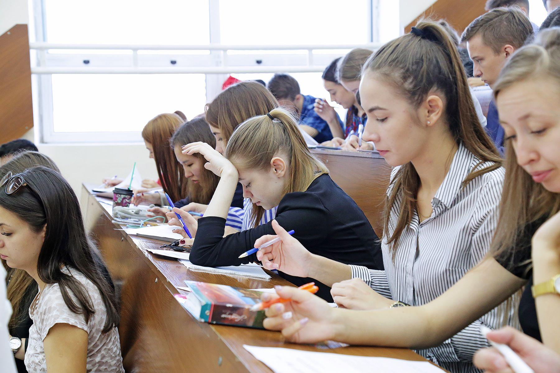 Про драгоценные металлы, рубль и Грибоедова: ВГУЭС участвует во Всероссийском экономическом диктанте