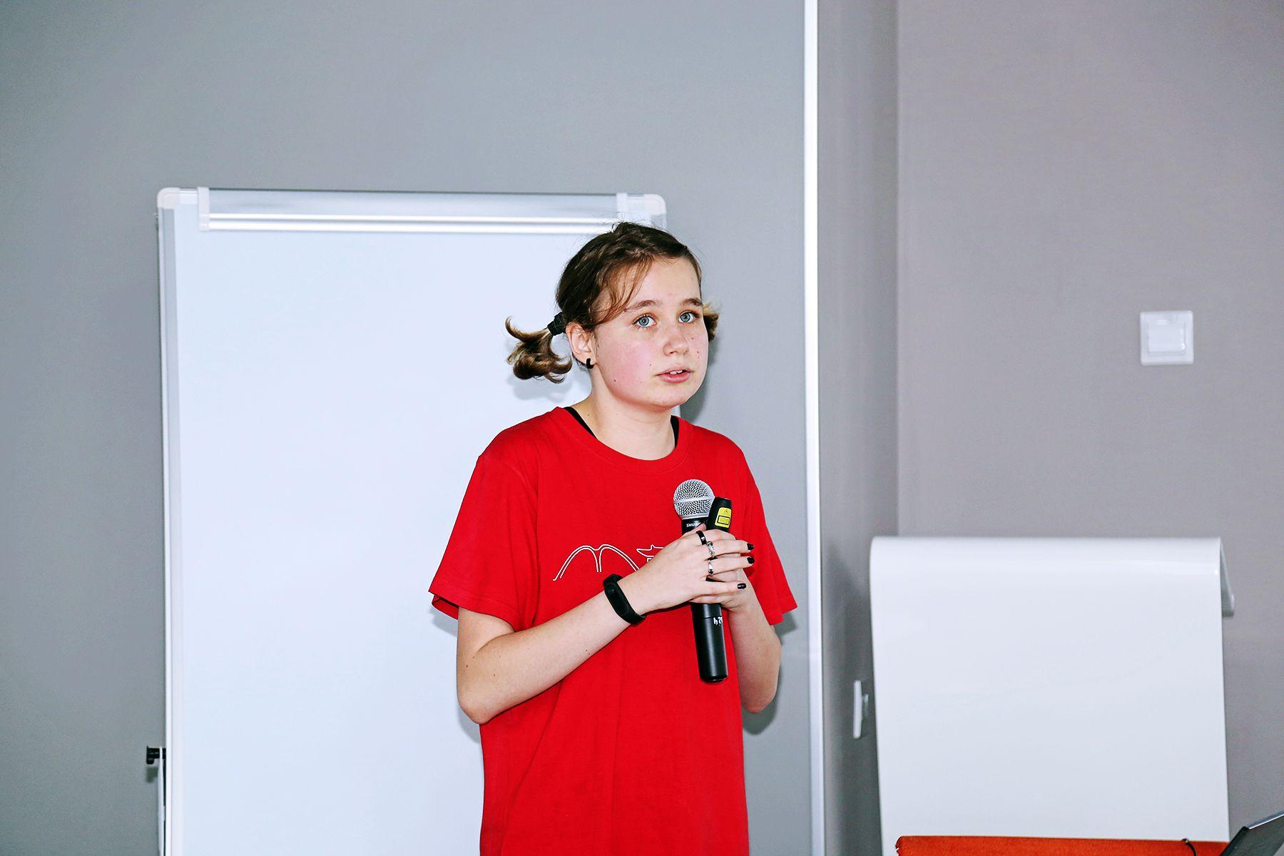 Во ВГУЭС студентка Шанхайского транспортного университета Елизавета Харитонова поделилась опытом работы в инновационной системе организации учебного процесса и международными методами оценки учащихся