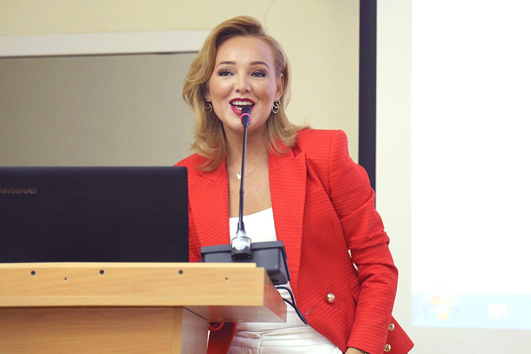 Мастер-класс для студентов ВГУЭС провела ведущая одного из крупнейших телеканалов страны Гузель Камаева