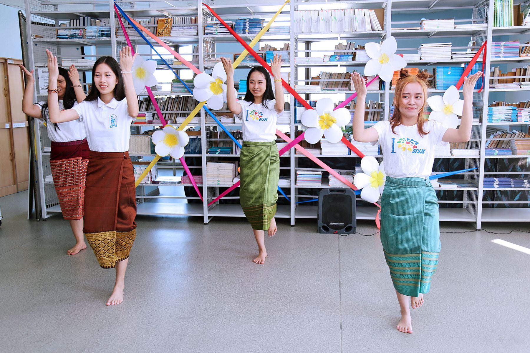 Студенты ВГУЭС из Лаоса: «С Новым 2562 годом!»