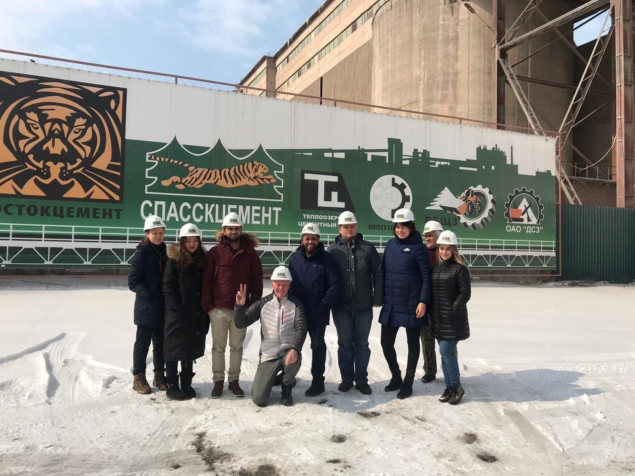 Иностранные студенты ВГУЭС совершили экскурсию на АО «Спасскцемент»