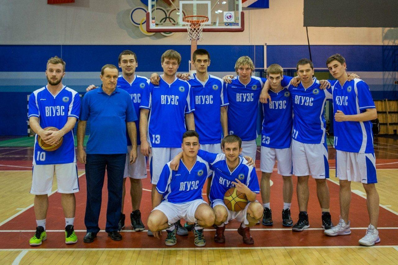 Легенде приморского баскетбола, тренеру баскетбольной команды ВГУЭС Игорю Макарову – 65