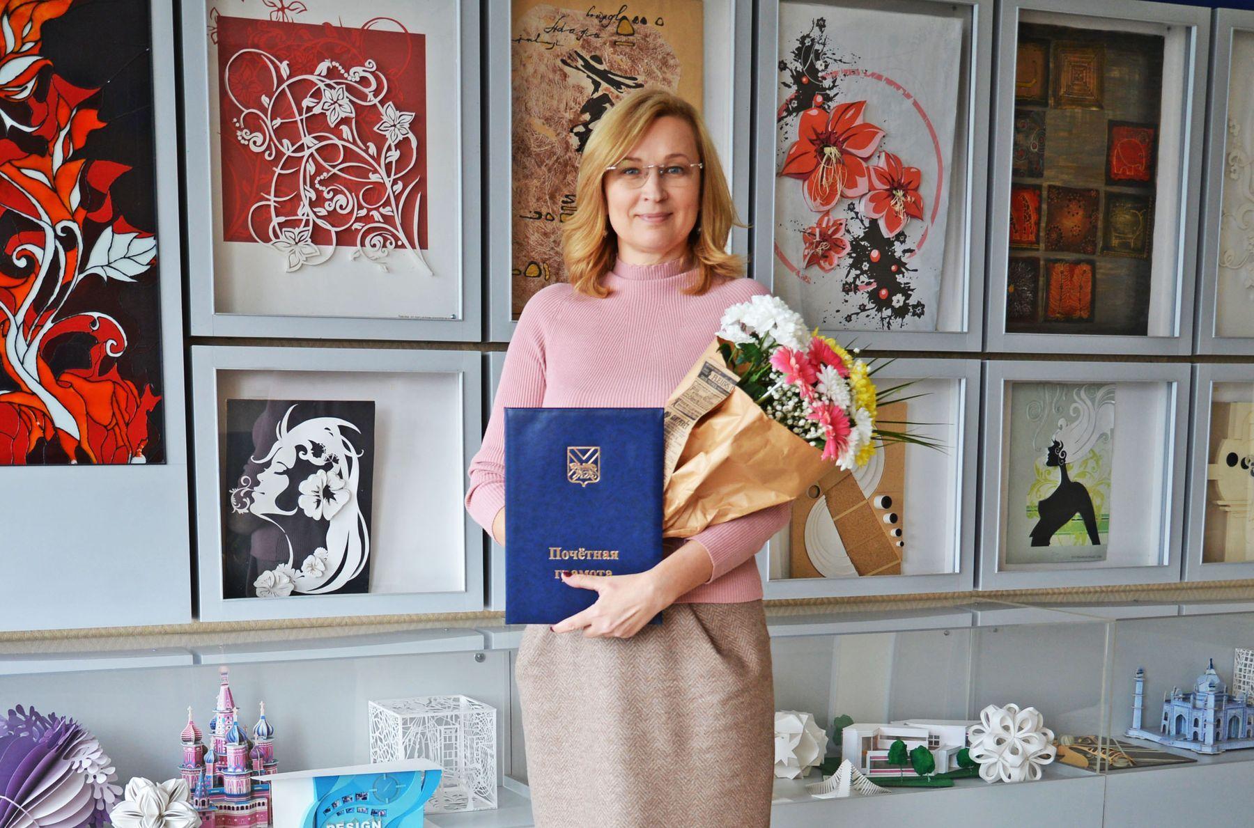 Начальник отдела информации и рекламы ВГУЭС Лариса Прохорова награждена Почётной грамотой губернатора края