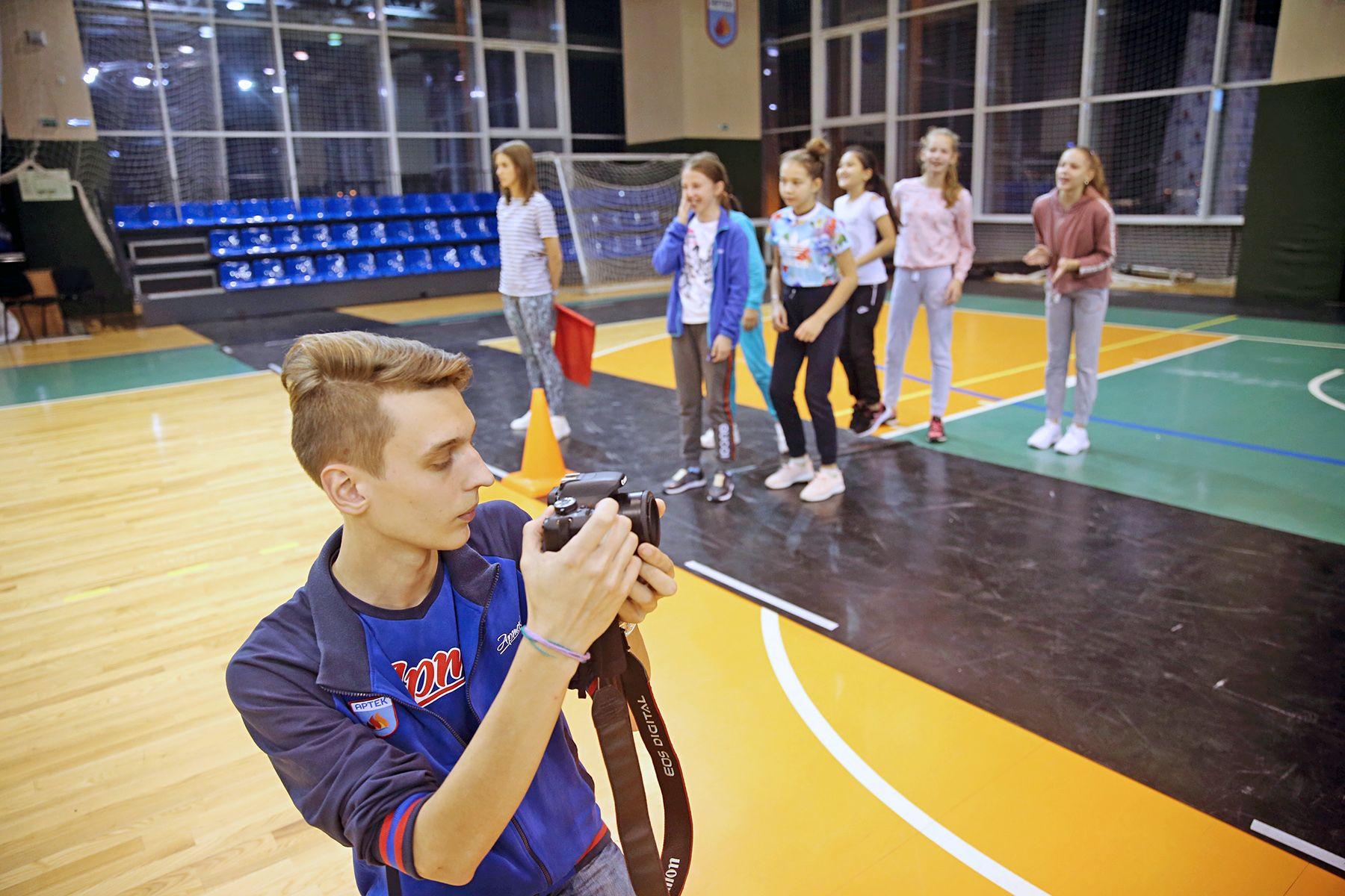 Глеб Заря, студент Высшей школы телевидения ВГУЭС: журналист, вожатый, проводник поезда