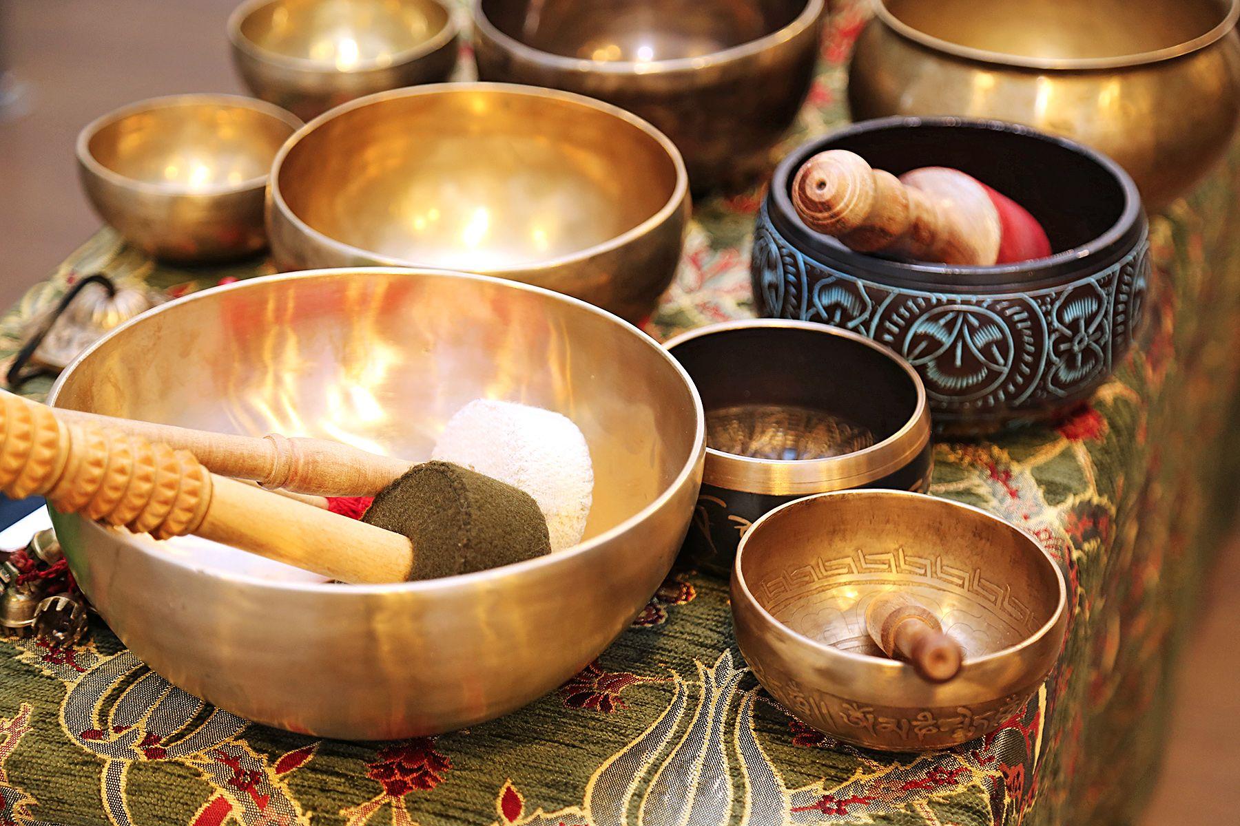 «Мир поющих чаш» в Музее ВГУЭС: от истории до звуковой сессии