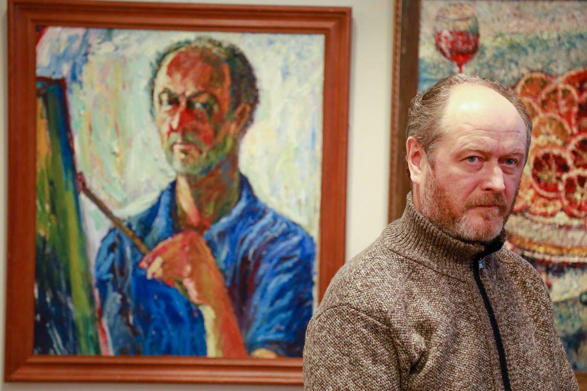 Творчество объединяет: мастер Олег Петухов и его ученики показали свои картины на выставке в музее ВГУЭС
