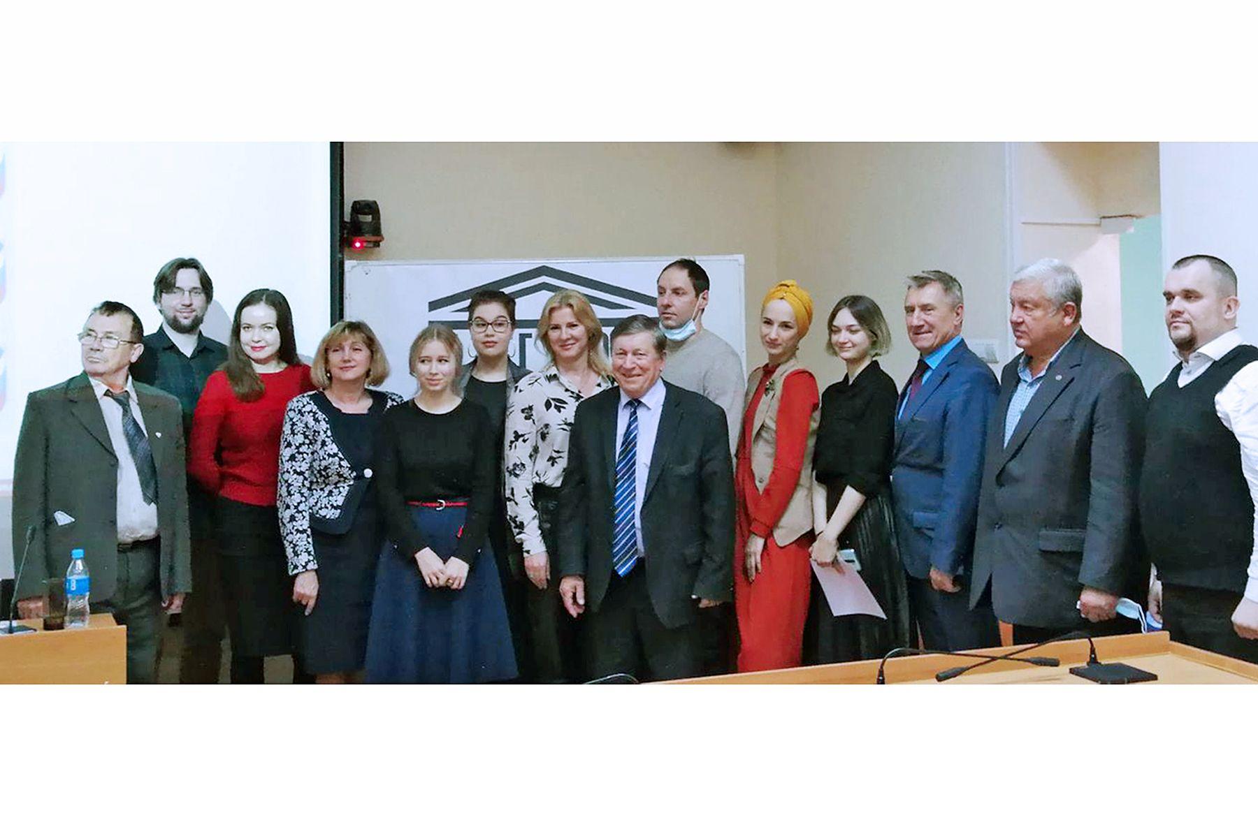Во ВГУЭС наградили победителей конкурса эскизных проектов «Россия начинается здесь!» ДВ комитета Комиссии РФ по делам ЮНЕСКО