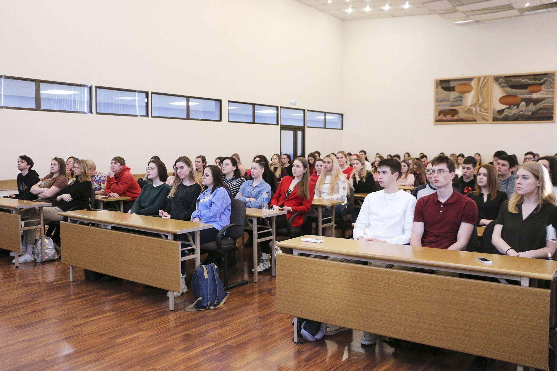 «День компании» Excelente Career & Education Center во ВГУЭС: гарантированные карьерные перспективы для студентов