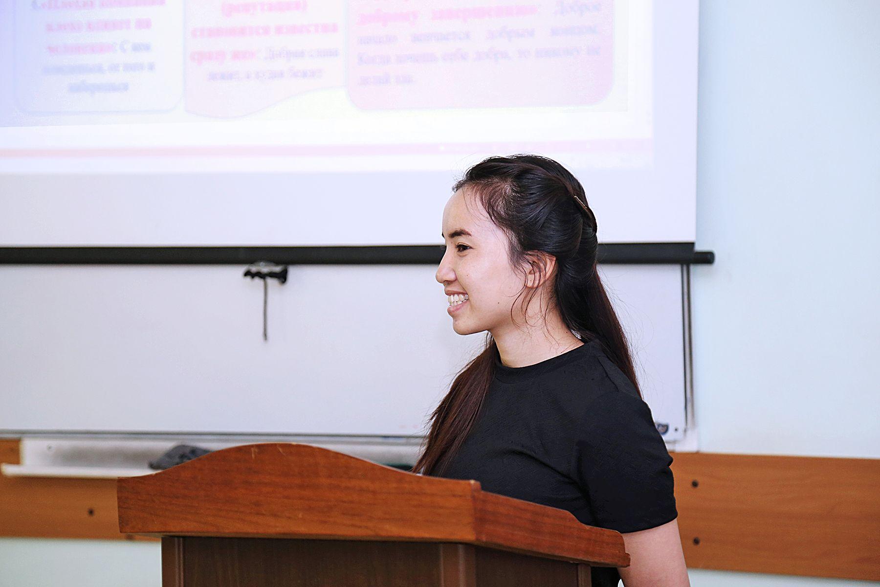 Первый выпуск бакалавров из Лаоса: выпускница ВГУЭС будет преподавать русский язык во Вьентьяне
