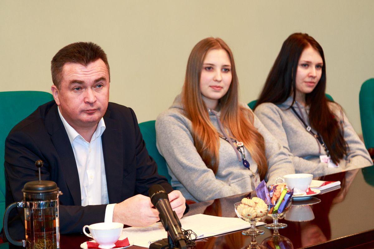 Во ВГУЭС финалисты конкурса «Волонтёр года» встретились с губернатором Приморского края Владимиром Миклушевским