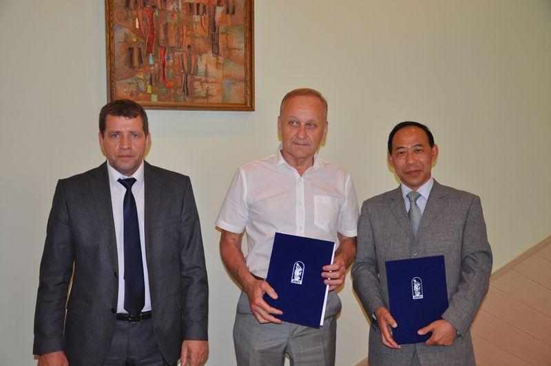 ВГУЭС: подписано соглашение университета с Управлением культуры г. Муданьцзян о развитии культурных связей