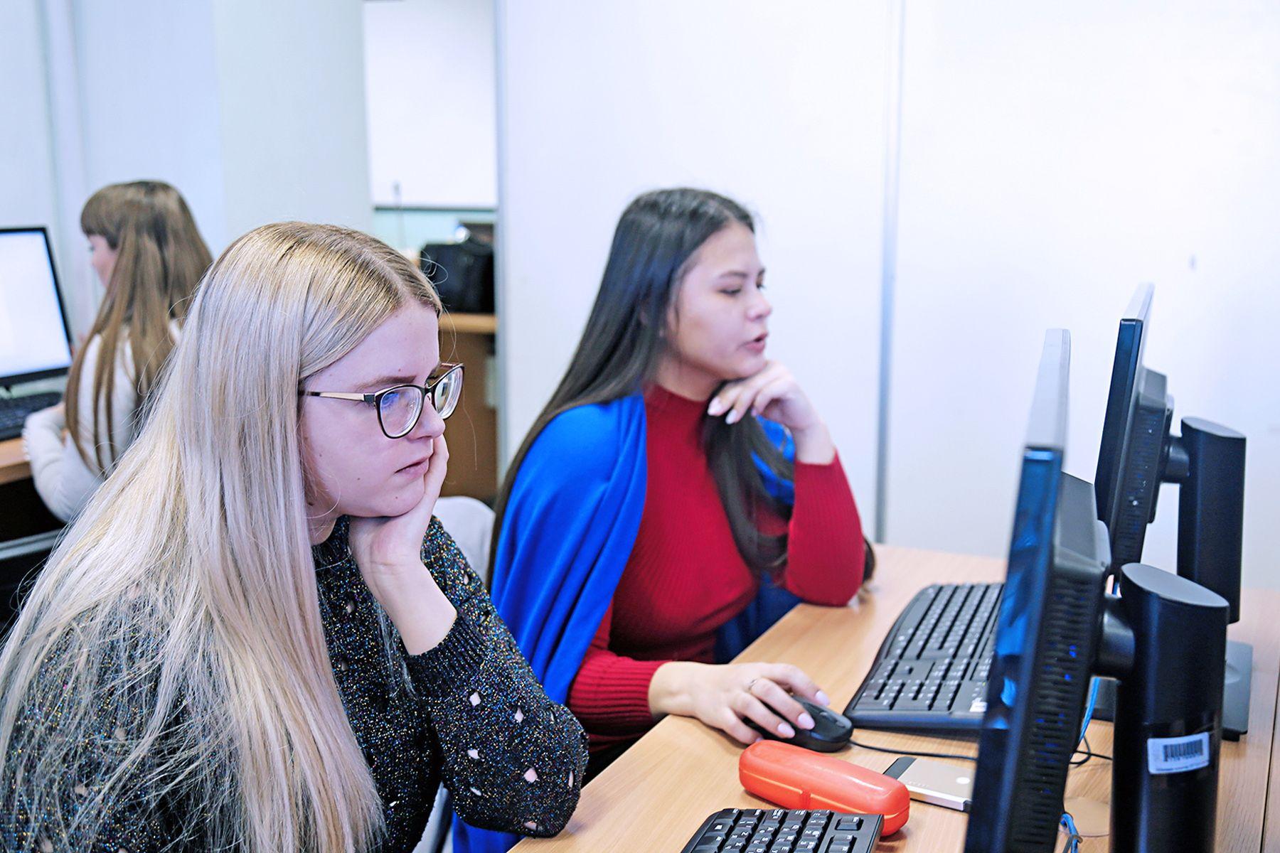 Знать свои права и обязанности. Студенты ВГУЭС участвуют во Всероссийском юридическом диктанте