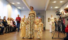 «Гостиная дизайнера» во ВГУЭС: от новогодней арт-ёлки из вилок до модного дефиле