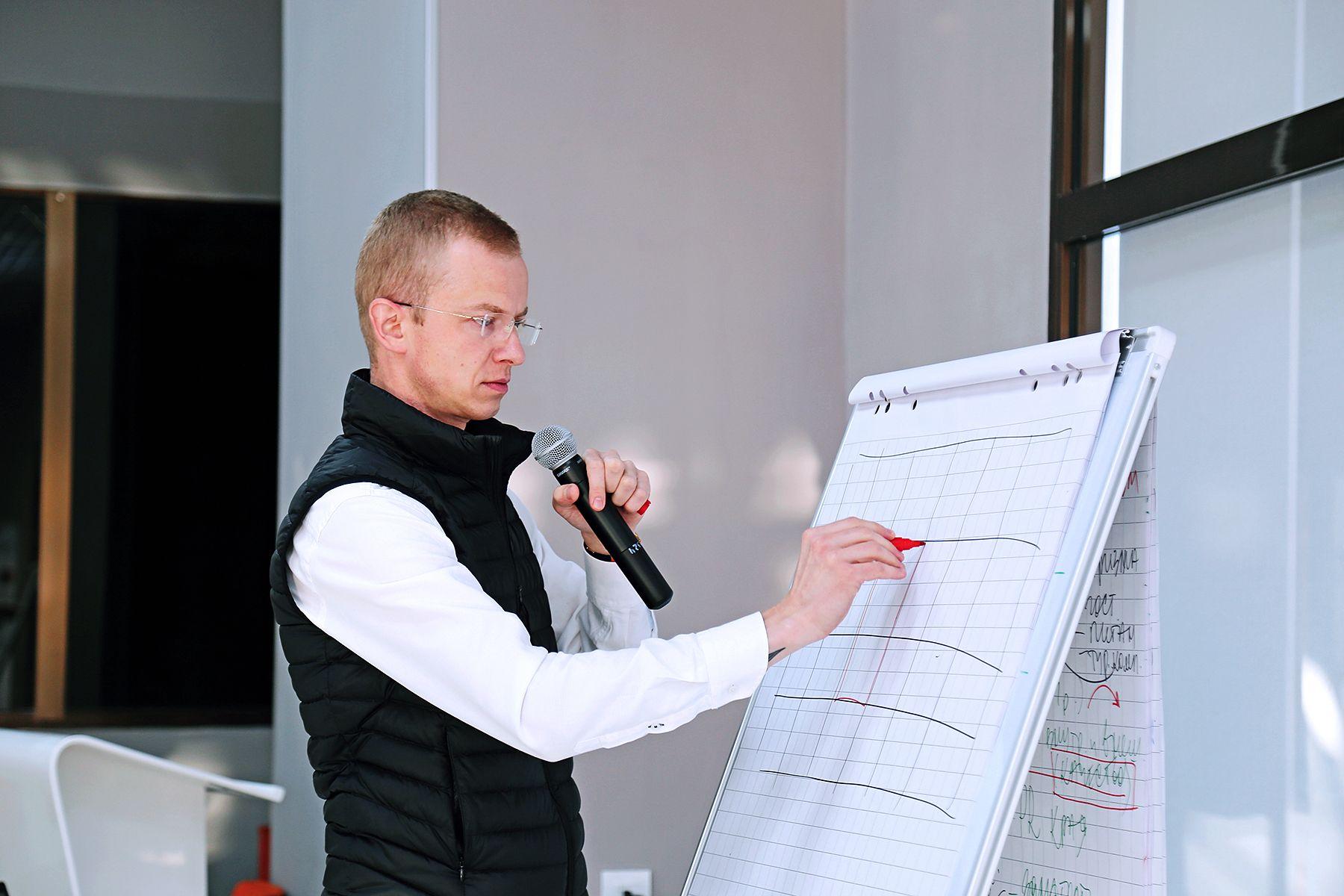 Эксперты СКОЛКОВО во ВГУЭС: с такой скоростью парадигма образования не менялась никогда