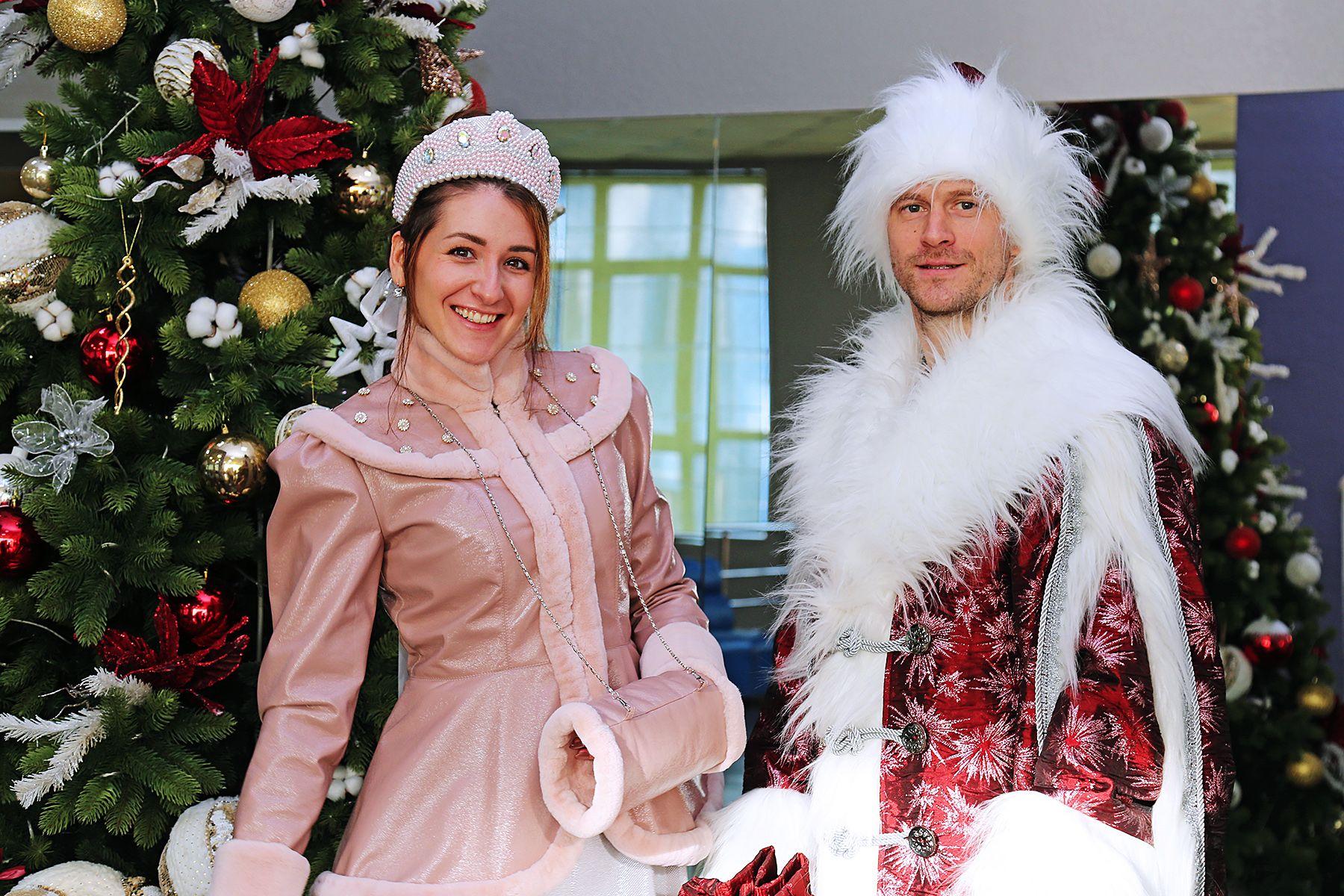 Total New Year: Дед Мороз в Dolce&Gabbana и Снегурочка в Prada от студентов-дизайнеров ВГУЭС