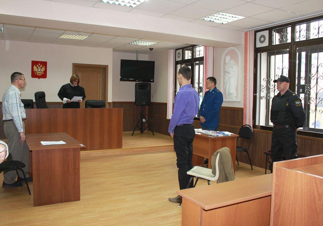 Встать, суд идет! В зале судебных заседаний Института права ВГУЭС состоялось выездное заседание Фрунзенского районного суда