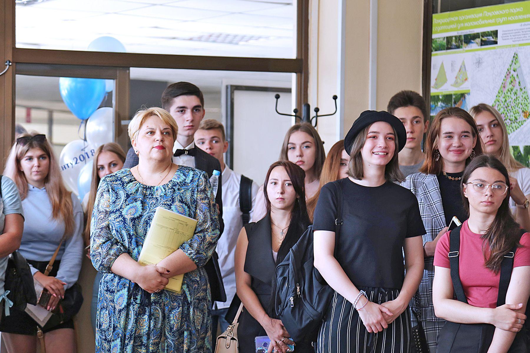 Во ВГУЭС прошла торжественная линейка первокурсников Колледжа индустрии моды и красоты