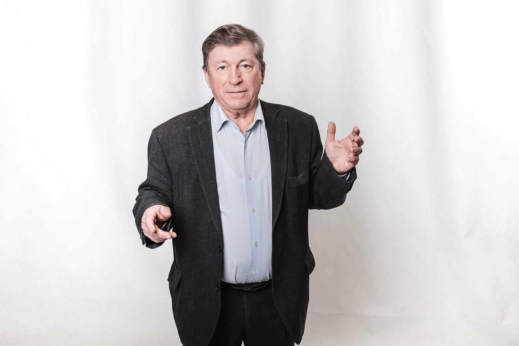 Поздравление профессору Александру Латкину с 75-летним юбилеем от ректора и президента ВГУЭС