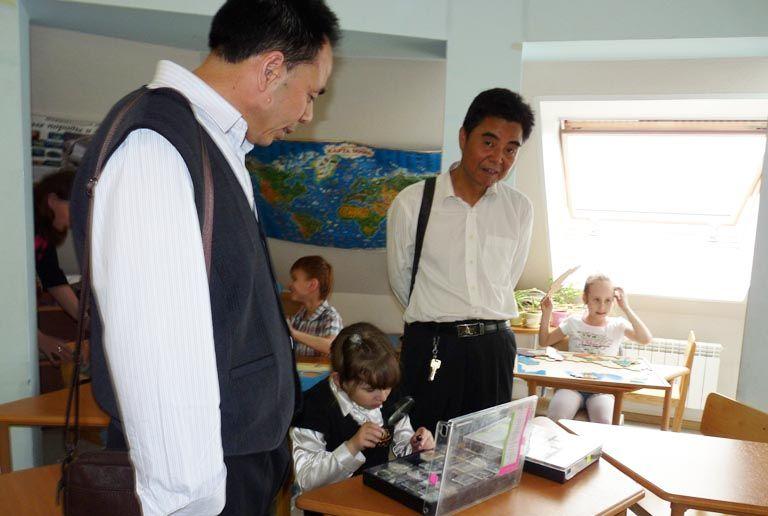 Преподаватели из Китая провели лекции в Школе-интернате ВГУЭС для одаренных детей